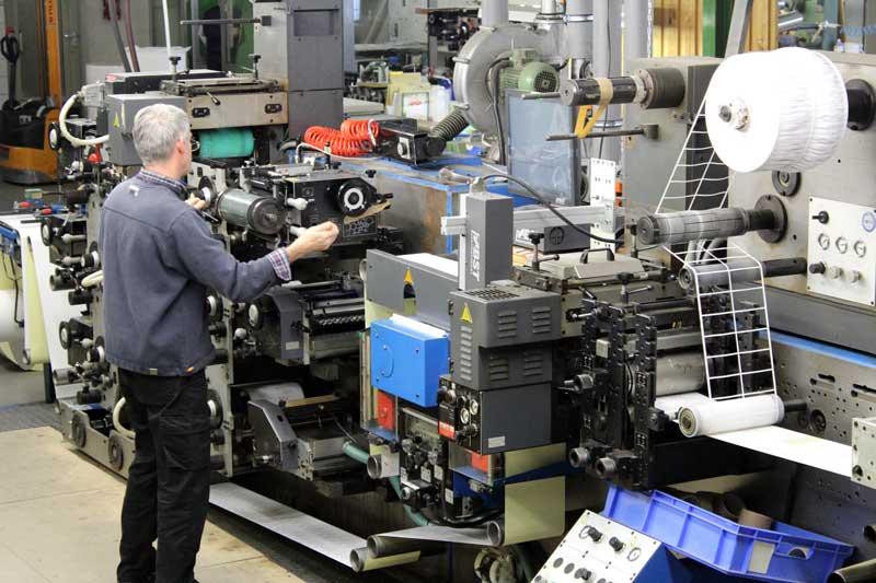 Arbeiten an Etiketten Maschine